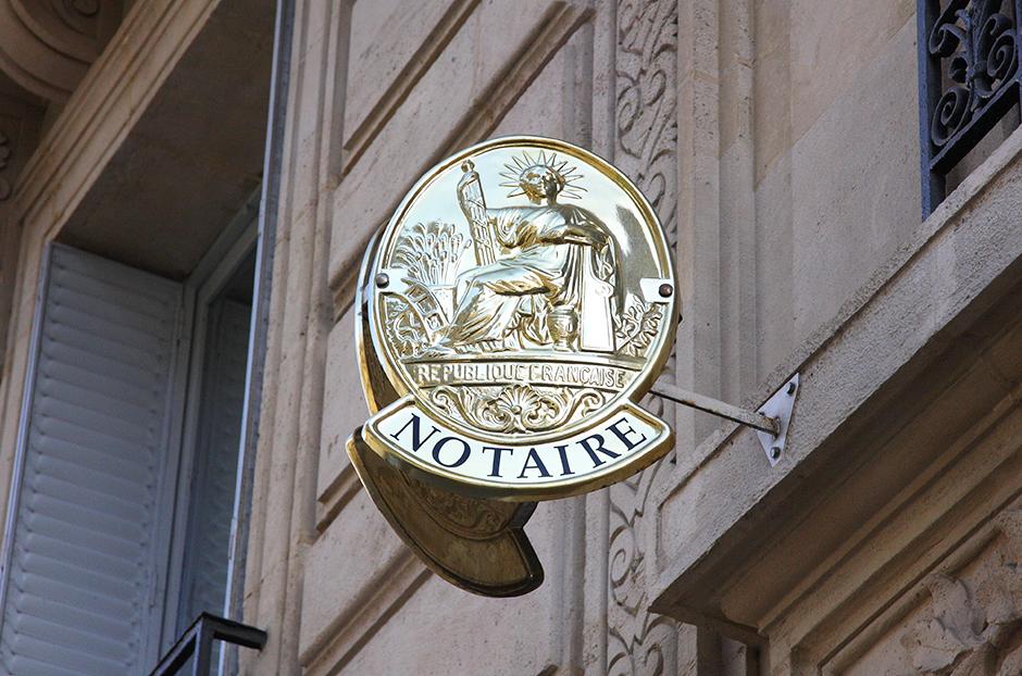 La baisse des tarifs des notaires reportée